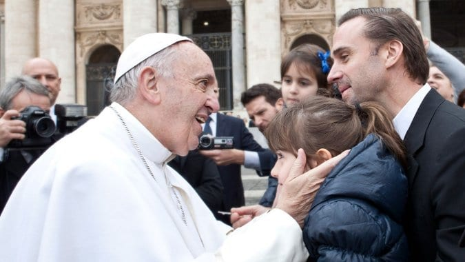 """JOSEPH FIENNES, STAR OF SONY PICTURES' NEW FILM RELEASE """"RISEN,"""" MEETS POPE FRANCIS IN VATICAN CITY 4"""