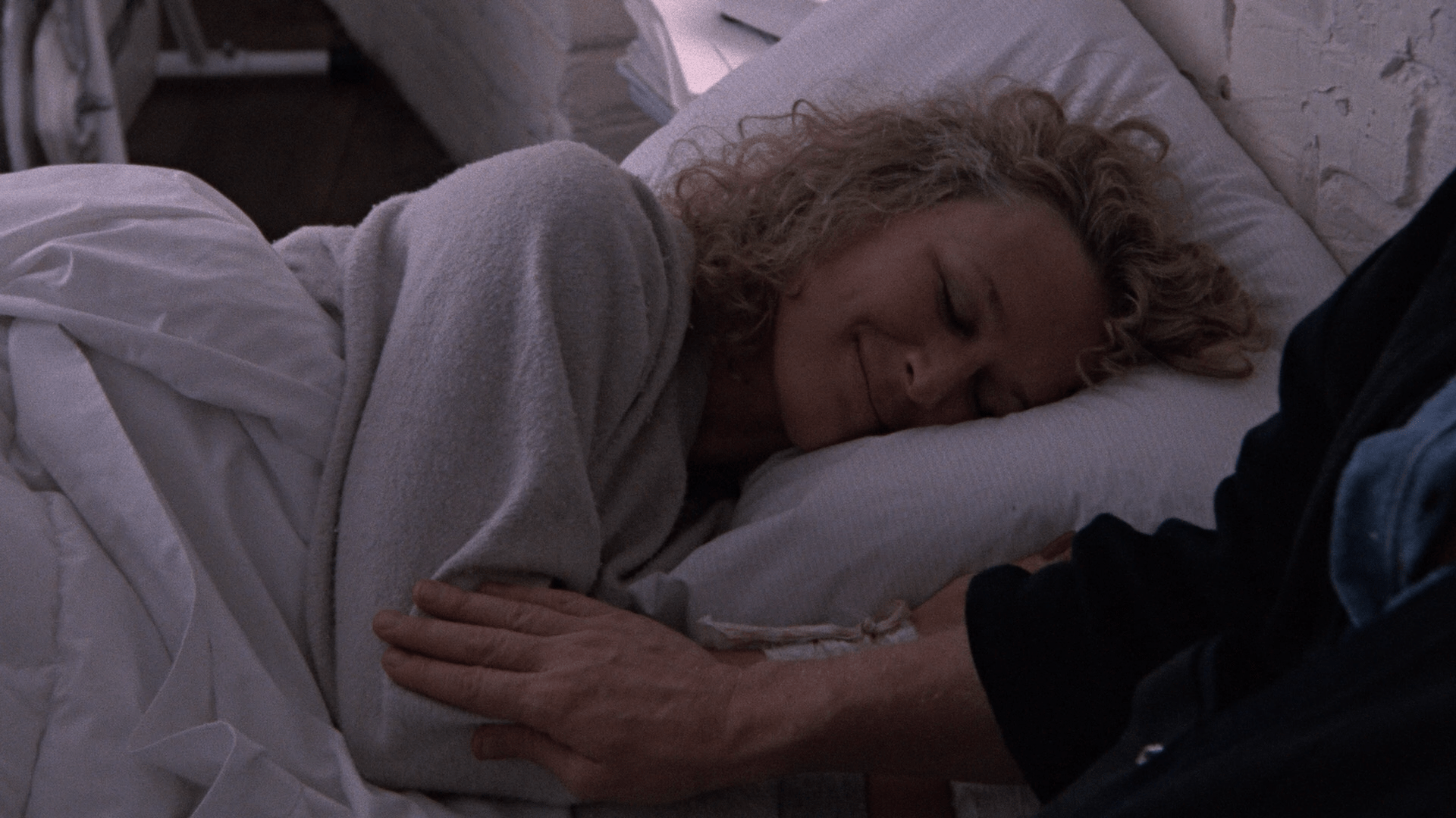 Single Career Woman Attacks Loving Suburban Family: Fatal Attraction (Paramount Presents Blu-ray review) 4