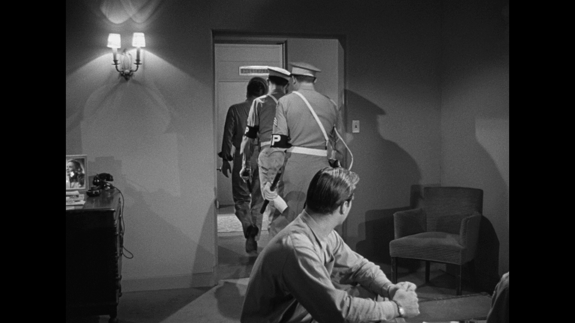 Crossfire (1947) [Warner Archive Blu-ray review] 6